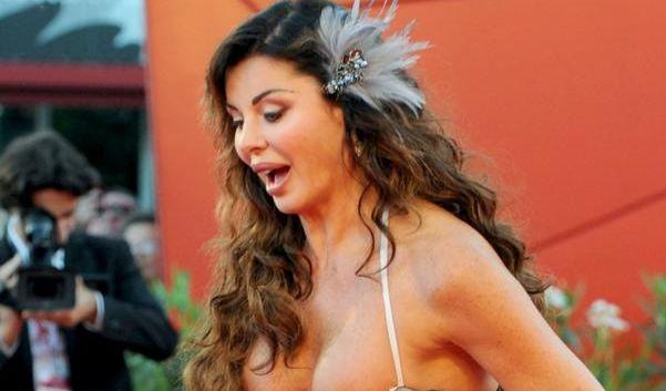 Ihre italienische Kollegin Alba Parietti gewann bei den Filmfestspielen in Venedig zwar keinen Preis, schaffte es aber dennoch ins Zentrum der Aufmerksamkeit.