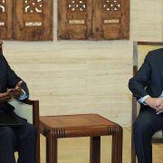 Am 27. März 2012 akzeptiert Syrien einen Friedensplan des Sondergesandten Kofi Annan (links), der eine von den UN beobachtete Waffenruhe vorsieht.
