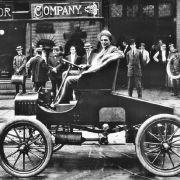 Er lief und lief und lief: 15 Millionen Autos der Marke Ford T gingen zwischen 1908 und 1927 vom Laufband. Das Auto war zwar nicht sonderlich stylisch, aber äußerst robust und langlebig. Schlecht für's Geschäft, merkte irgendwann auch Henry Ford.