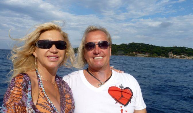... jetten die vier Familienmitglieder einfach dorthin, wo die Sonne scheint - meist St. Tropez