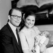 «Endlich!», werden die meisten Anhänger des schwedischen Königshauses ausgerufen haben. Auf die neuen Fotos von Kronprinzessin Victoria, Prinz Daniel und Baby-Prinzessin Estelle hatte das ganze Land bereits gewartet.