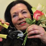 Carmen Mink hat eine Blumenschere erfunden, die Stängel gleich quer anschneidet. Sie gehört dem Erfinderclub Koblenz an.