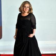 Adele besuchte mehrere Schulen, bis sie auf der BRIT School (eigentlich: London School For Performing Arts) angenommen wurde