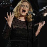 Als Demos nahm Adele 2004 Daydreamer und My Same auf, die ein Freund bei Myspace einstellte.
