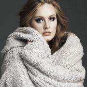 Auch wenn Adele auf der Bühne locker und eher unaufgeregt wirkt, hat sie schlimmes Lampenfieber.