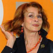 Senta Berger schüttelt ihr Haar für uns.