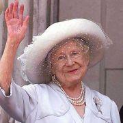 Die meisten erinnern sich an Queen Mum als die kultige, freundlich winkende alte Dame auf den royalen Familienfotos.