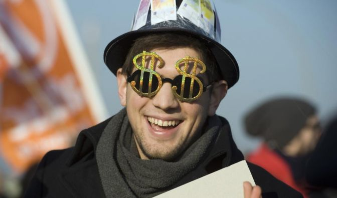 Macht Geld jetzt glücklich oder nicht? Ein reiches Land ist noch lange kein glückliches Land - aber Reichtum hilft. (Foto)