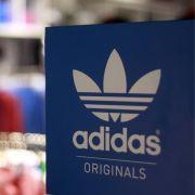 Der Sportartikelhersteller Adidas war selten so beliebt wie heute. Doch jede Erfolgsgeschichte hat Schattenseiten.