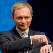 Ob sein Überraschungserfolg in Nordrhein-Westfalen an Twitter lag? Jedenfalls ist FDP-Überflieger Christian Lindner auf den Geschmack gekommen.
