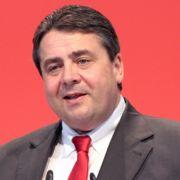 Auch SPD-Boss Sigmar Gabriel hat Lust am Zwitschern gefunden und beglückt die Welt mit regelmäßigen Tweets zu den Geschehnissen auf der politischen Bühne.