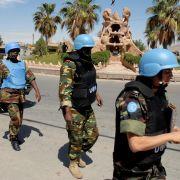Nur knapp zwei Monate nach Beginn ihrer Beobachtermission, am 16. Juni 2012, müssen die rund 300 UN-Blauhelme ihr Vorhaben wegen der eskalierenden Gewalt unterbrechen.