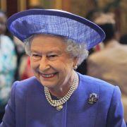 Während unsereins seinen Reisepass benötigt, kann Königin Elizabeth II. ohne ein Ausweisdokument reisen.