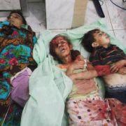 Kinder werden bei den Kämpfen als lebende Schutzschilde missbraucht werden. Die UN hat Syrien auf ihre «Liste der Schande» gesetzt. Dieses schreckliche Foto soll in der Nähe von Hama entstanden sein.