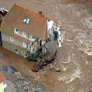 Die Behörden klassifizieren Hochwasser nach ihrer Wahrscheinlichkeit: Das Elbe-Hochwasser im Jahr 2002 gilt als Jahrhunderthochwasser. Statistisch könnte eine solche Flut also bereits in 90 Jahren wieder passieren.