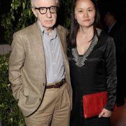 Keine Weisheit, noch Einsicht: Einen handfesten Skandal lieferte Woody Allen 1992. Seine damalige Ehefrau fand Nackfotos der gemeinsamen Stieftochter Soon-Yi Previn. Später heiratete erdie 35 Jahre jüngere Previn.