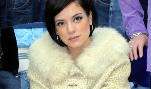 Im November 2010 erleidet die Sängerin Lily Allen im sechsten Schwangerschaftsmonat eine Fehlgeburt.