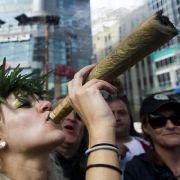 Befürworter der Prohibition befürchten vor allem, dass sich Drogen durch ihre Legalisierung stärker verbreiten.