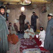 In Urusgan im Süden Afghanistans vegetieren Häftlinge in einem Erdloch vor sich hin.