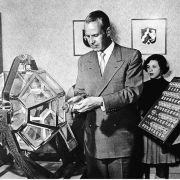 ... dass die erste Zahl bei der ersten Ziehung der Lottozahlen am 9. Oktober 1955 die 13 war, gezogen vom Waisenkind Elvira Hahn.