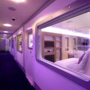 Klein, aber fein: In Japan sind die Hotelkapseln längst normal. So langsam erobern sie nun auch den Rest der Welt. Das Yotel Amsterdam Schiphol etwa gewann bereits mehrere Design Awards.