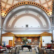 Im Chattanooga Choo Choo Hotel in Tennessee fährt heute kein Zug mehr: Die ehemalige Bahnhofshalle wurde zur Rezeption umfunktioniert. Auf dem Areal gibt es fünf Restaurants, drei Pools und Shops, die jedes Eisenbahnerherz höher schlagen lassen.
