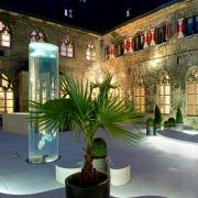Abends ist das Klosterhotel in den schönsten Farben beleuchtet. Ein wahrlich atemberaubender Anblick.