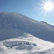 Eisig kalt geht es auch in der IgluLodge auf dem Nebelhorn im Allgäu zu. Sie ist von Ende Dezember bis Mitte April geöffnet, eben dann, wenn es auch knackig kalt ist und der Schnee nicht über dem Kopf wegschmilzt.
