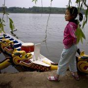 Laut Chinesischer Akademie für Sozialwissenschaften kamen 2010 auf 100 weibliche 116 männliche Babys.