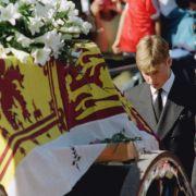 Prinz William war erst 15 Jahre alt als seine Mummy, Prinzessin Diana, 1997 bei einem tragischen Autounfall in Paris starb.