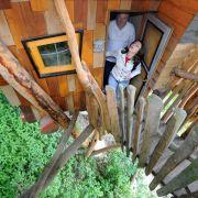 Ein Kindheitstraum wird wahr: Die acht Baumhäuser der Kulturinsel Einsiedel an der polnischen Grenze werden an Feriengäste vermietet und laden zum Träumen ein.