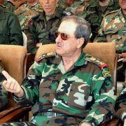 Bei einem Bombenanschlag der Rebellen auf den nationalen Krisenstab am 18. Juli 2012 kommen mehrere Mitglieder der syrischen Führung ums Leben.