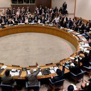 Der Sicherheitsrat ist nach mehreren Doppelvetos von Russland und China gegen schärfere Resolutionsentwürfe vollkommen blockiert.