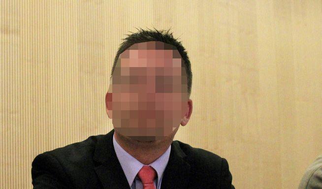 Polizist Reinhard R. hatte am Silvesterabend 2008 bei einem Polizeieinsatz den Berliner Dennis J. mit mehreren Schüssen getötet hatte - und wurde wegen Totschlags zu zwei Jahren auf Bewährung veruteilt.