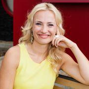Ania Niedieck gibt bei AWZ das Serienbiest Isabelle.