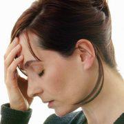Kopfschmerzen, Schwindel, Übelkeit und Müdigkeit - die Symptome der Reisekrankheit (Kinetose) sind vielfältig.