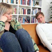 Zwar steigen die Scheidungsraten, doch die Furcht vor Zerbrechen der eigenen Beziehung liegt bei gerade einmal 16 Prozent - der niedrigste Wert der Ängste-Studie 2012.