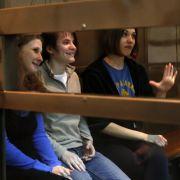 Maria Alekhina, Katja Samuzewitsch undNadja Tolokonnikowa am 1. Oktober. Die Berufungsverhandlung wurde auf den 10. Oktober vertagt, weil Samuzewitsch ihre Anwälte feuerte.