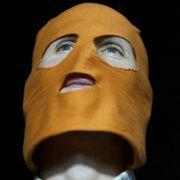Symbol des Soidaritätsprotestes sind die kunterbunten Hasskappen, wie sie auch die Mitglieder der Band bei ihren Auftritten tragen.