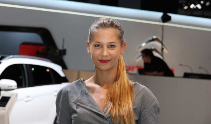 Die besten Bilder zu Messegirls auf dem Pariser Autosalon: Pariser Schönheiten (Foto)