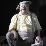 Der Schauspieler hätte am Samstag in Berlin als Hauptdarsteller in dem Stück «Der kleine König Dezember» Premiere feiern sollen.
