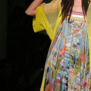 So ließ Gautier mit diesem Kleid den von Boy George geschaffen Etho-Tramp wiederauferstehen.
