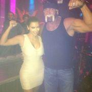 Was tust du, wenn du Hulk Hogan im Haus hast? Kim Kardashian weiß es.