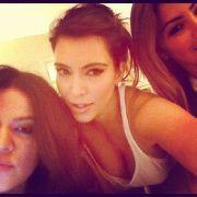 Kim Kardashian twittert sich mit den Worten: