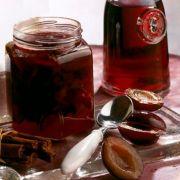 Rotwein-Pflaumenkonfitüre mit Zimt