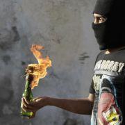 Wie baut man denn Molotov-Cocktails? Die tunesische Kinderzeitschrift Regenbogen gab darauf nun Antworten.