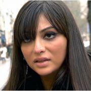 Sasa sieht aus wie eine hübsche junge Frau, sie ist jedoch immernoch ein Mann.