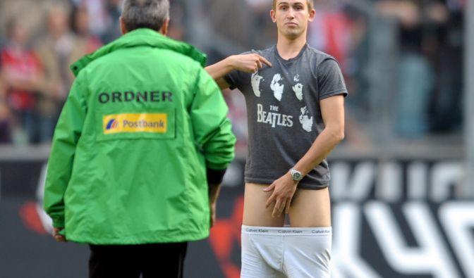Flitzer bei Borussia Mönchengladbach gegen Eintracht Frankfurt