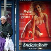 «Mehr drin als man glaubt.» Mit der dreibrüstigen Frau wollte der Media-Markt 2001 besonders viele Kunden anziehen.