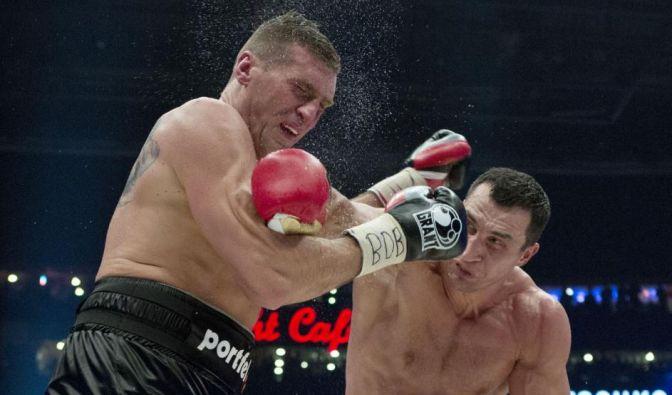 Doch Mariusz Wach blieb stehen. Klitschko, der 51 seiner 59 Siege per vorzeitigem K.o. erzielt hat, knüppelte auf den Polen auf, doch es langte «nur» zum Punktsieg.